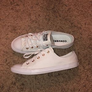 Chuck Taylor Converse White w/ Rose Gold Hardware